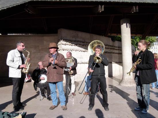 Les musiciens habituels et Théo Delloue : Trompette